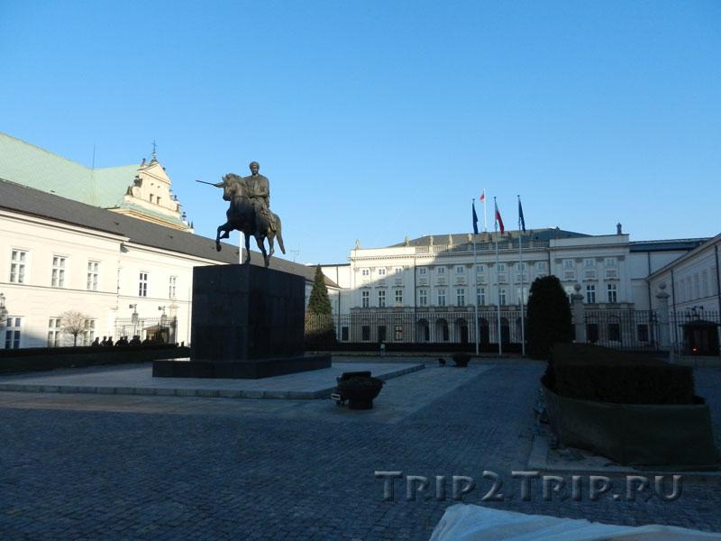 Конная статуя Юзефа Понятовского во дворе Президентсткого дворца, Краковское Предместье