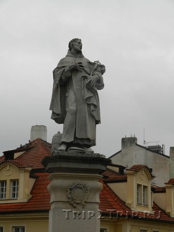 Св. Филипп Бениций, Карлов Мост, Прага. Тринадцатая фигура справа.