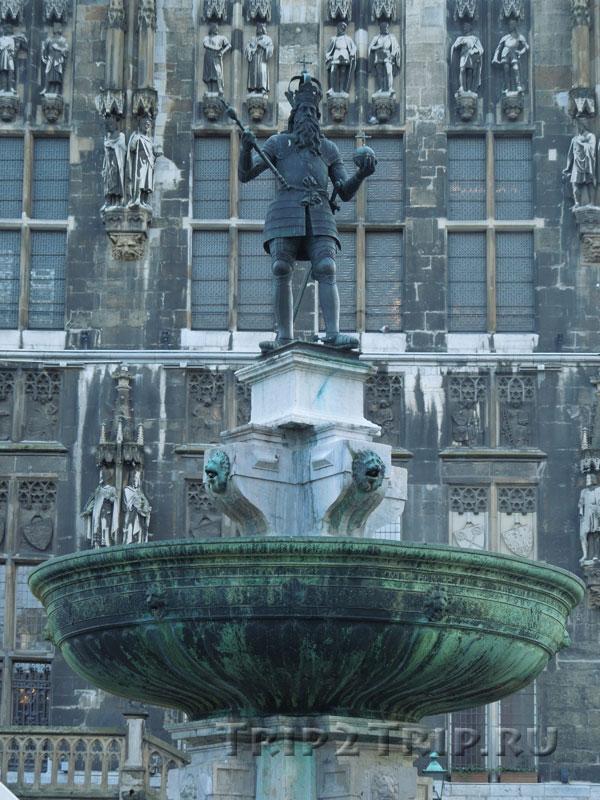 Карл Великий крупным планом, Аахен