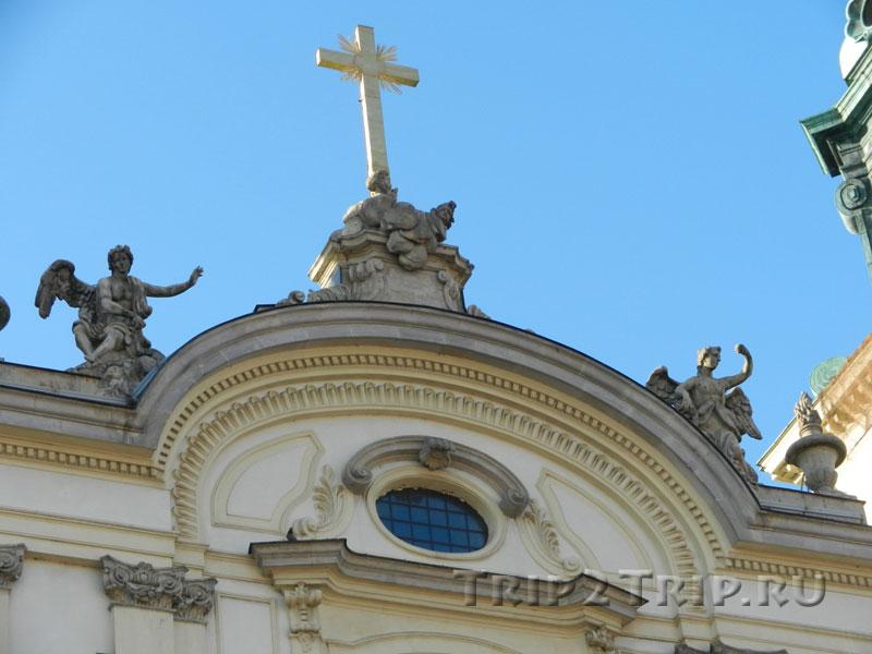 Костёл Святого Креста (деталь)