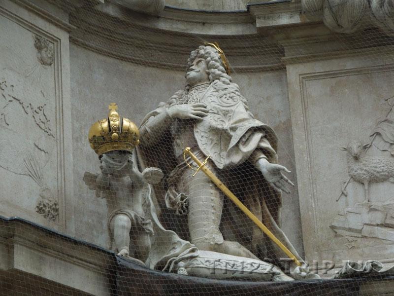 Скульптура Леопольда I на Чумной колонне в Вене