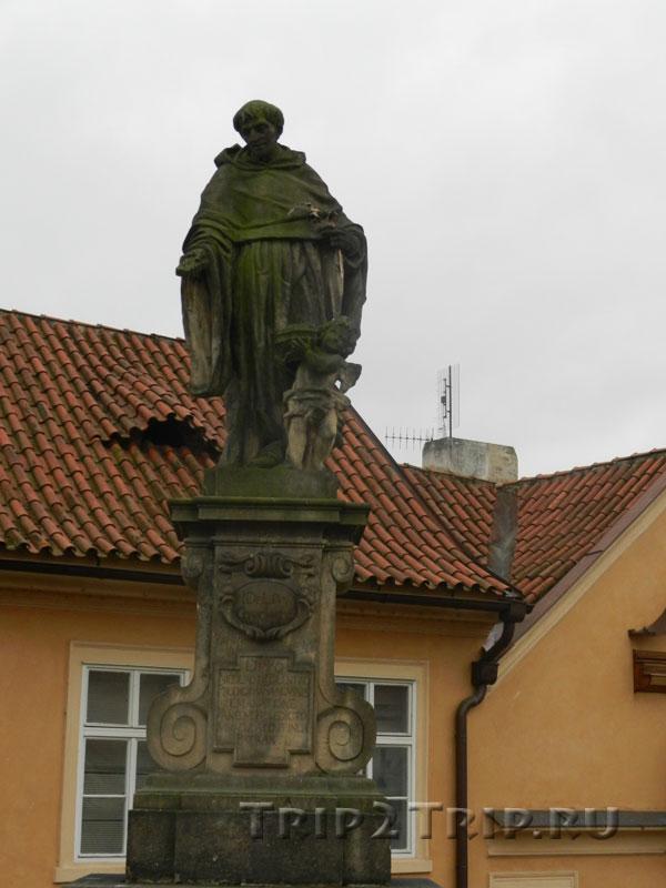 Св. Микулаш Толентийский, Карлов Мост, Прага. Одиннадцатая фигура слева.
