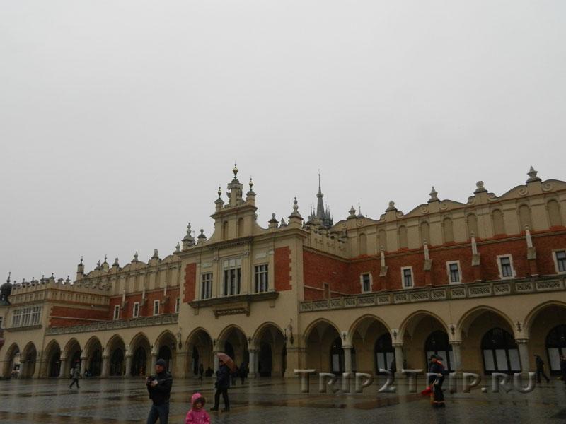 Сукеннице (Суконные ряды) в дождь, Краков