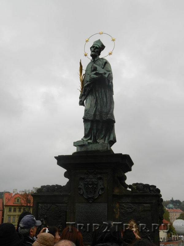 Св. Ян Непомуцкий, Карлов Мост, Прага. Восьмая фигура справа.
