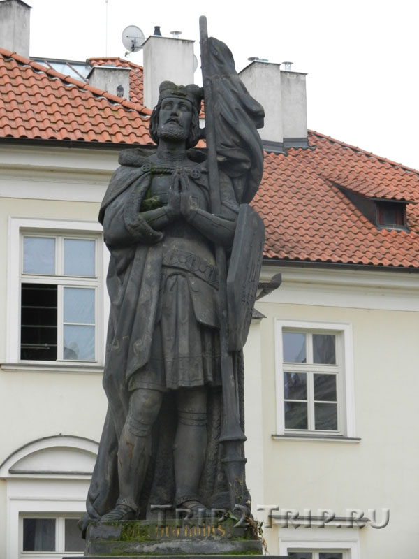 Св. Вацлав, Карлов Мост, Прага. Пятнадцатая фигура слева.