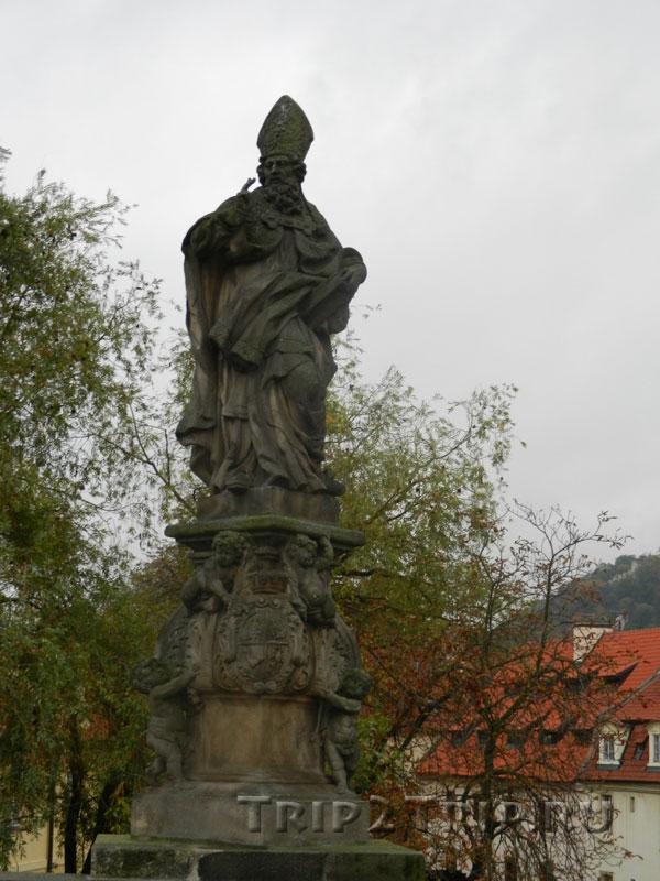 Св. Войцех (Адальберт Пражский), Карлов Мост, Прага. Тринадцатая фигура слева.