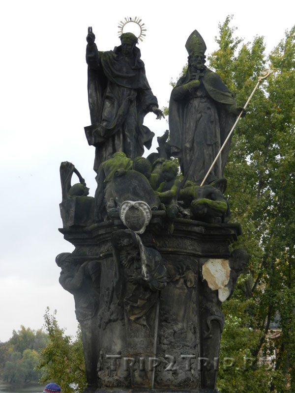 Св. Винцент Феррарский и Св. Прокоп, Карлов Мост, Прага. Десятая фигура слева.
