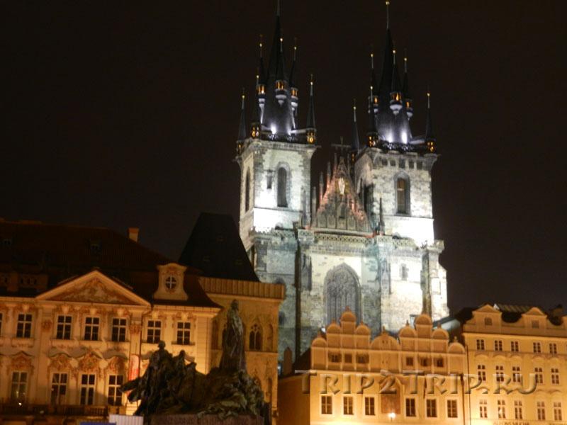 Памятник Яну Гусу и Тынский храм на Староместкой площади, Прага