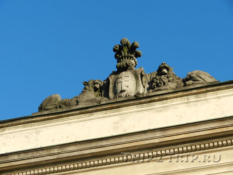 Украшение на крыше дворца, Тышкевичей-Потоцких, Краковское Предместье, Варшава