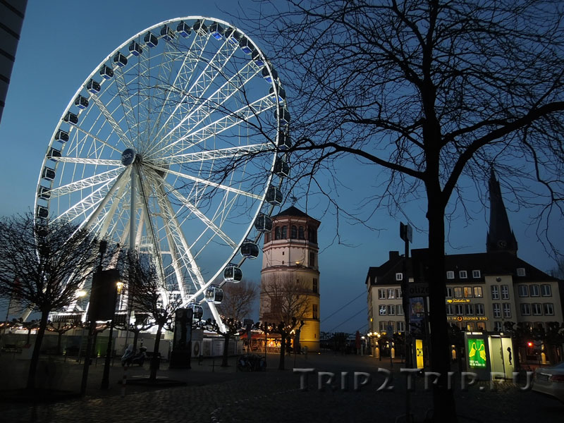 Площадь Бургплатц с Колесом, Замковой башней и базиликой Св. Ламберта, Дюссельдорф