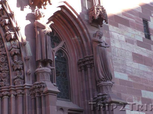 Статуи Неразумной Девы и Искусителя, Мюнстер, Базель