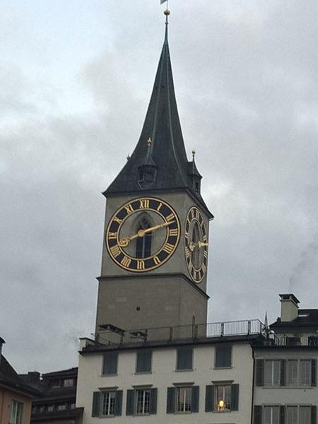 Часы на Петерскирхе самые большие в Европе