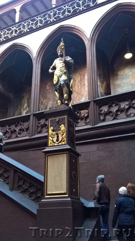 Скульптура Луция Мунация Планка, Базельская ратуша