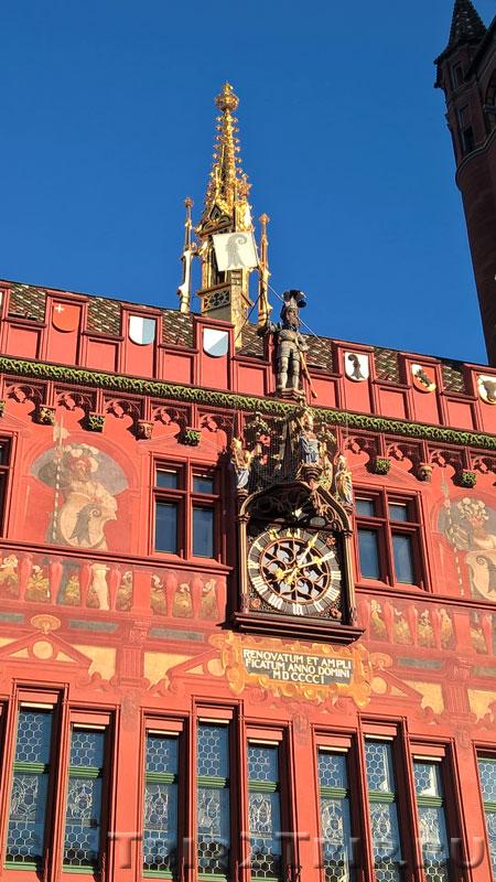 Часы и скульптура Знаменосца на Ратуше, Базель