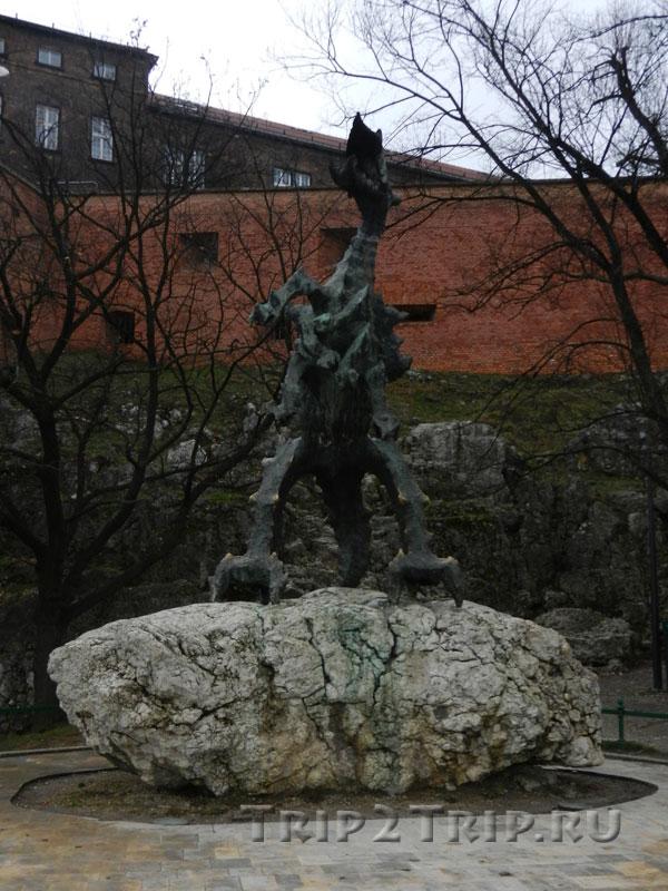 Статуя Вавельского дракона, Червенский бульвар, Краков