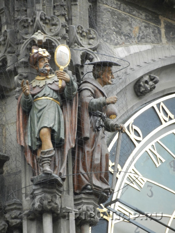 Фигуры Тщеславия и Скупости, Куранты (Орлой), Прага