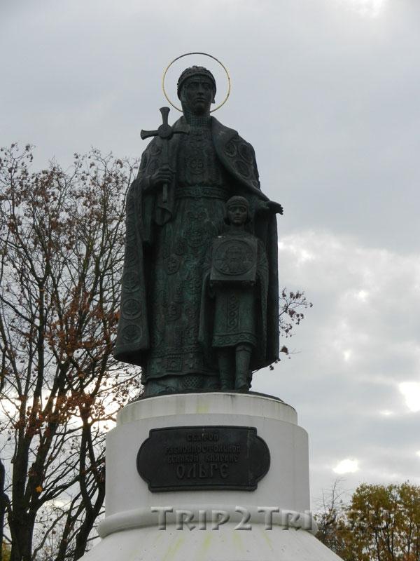 Памятник княгине Ольге с её внуком Владимиром, Псков