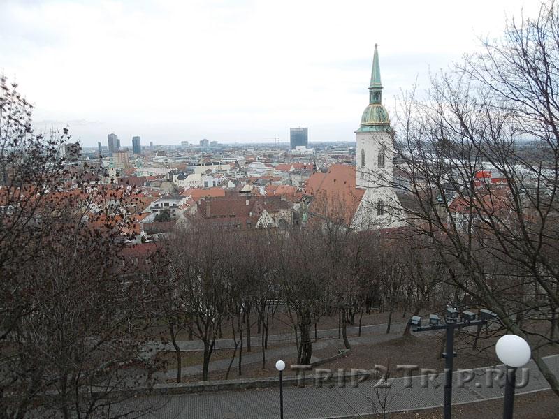 Вид с замкового холма на собор святого Мартина, Братислава