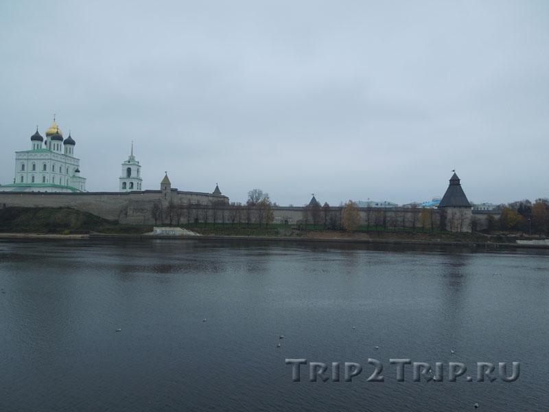 Вид на псковский Кром от Ольгинской набережной