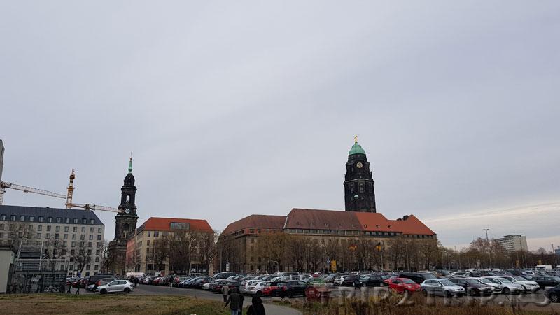 Панорама Кройцкирхе (слева) и Ратушу (справа), Дрезден