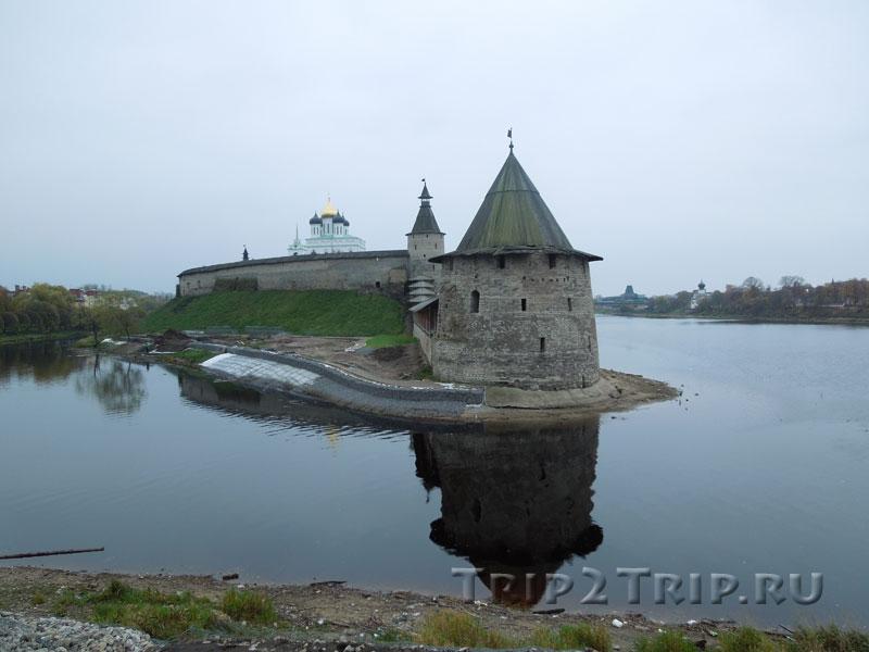 Кром на стрелке рек Великая и Пскова, Псков