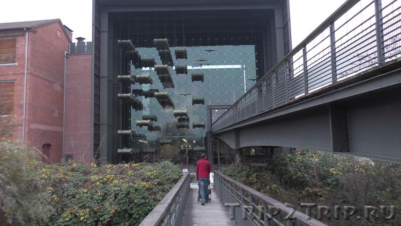 Главный вход в музей ретроавтомобилей, Мюлуз, Эльзас, Франция