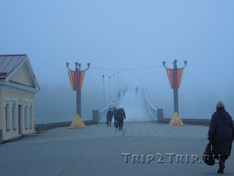 Кремлёвский мост через Волхов в туман, Великий Новгород