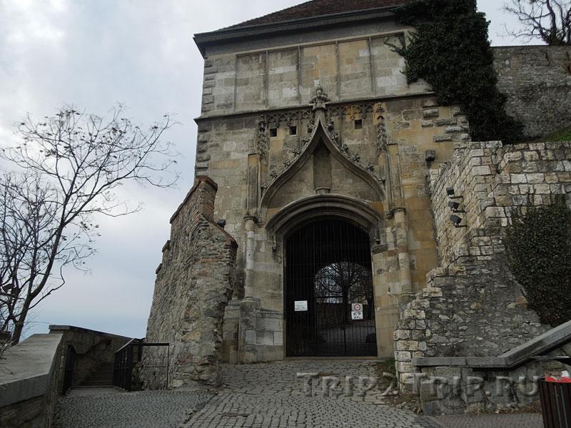 Ворота в крепостных стенах, братиславский град