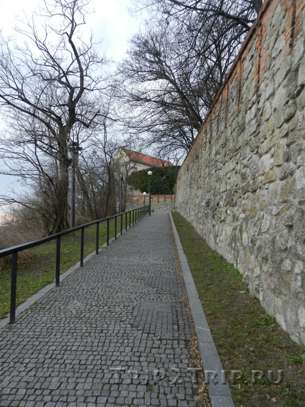 Вдоль крепостной стены, братиславский град