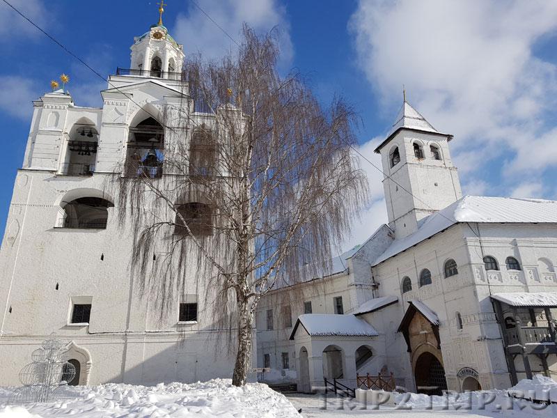 Звонница и Введенская церковь, Спасо-Преображенский монастырь, Ярославль