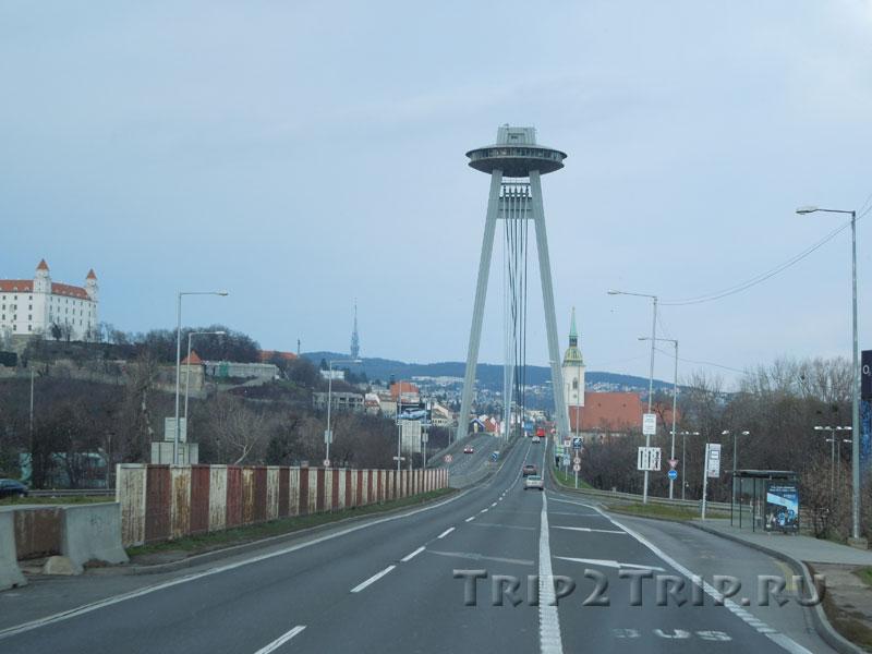 Новый мост через Дунай, Град (слева) и собор св. Мартина (справа), Братислава