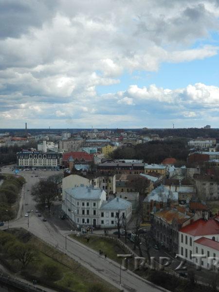 Вид на Рыночную площадь (можно разглядеть здание Рынка и Круглую Башню), Выборг