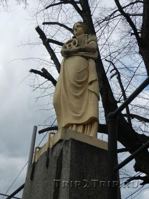 Статуя Промышленность, Площадь Старой Ратуши, Выборг