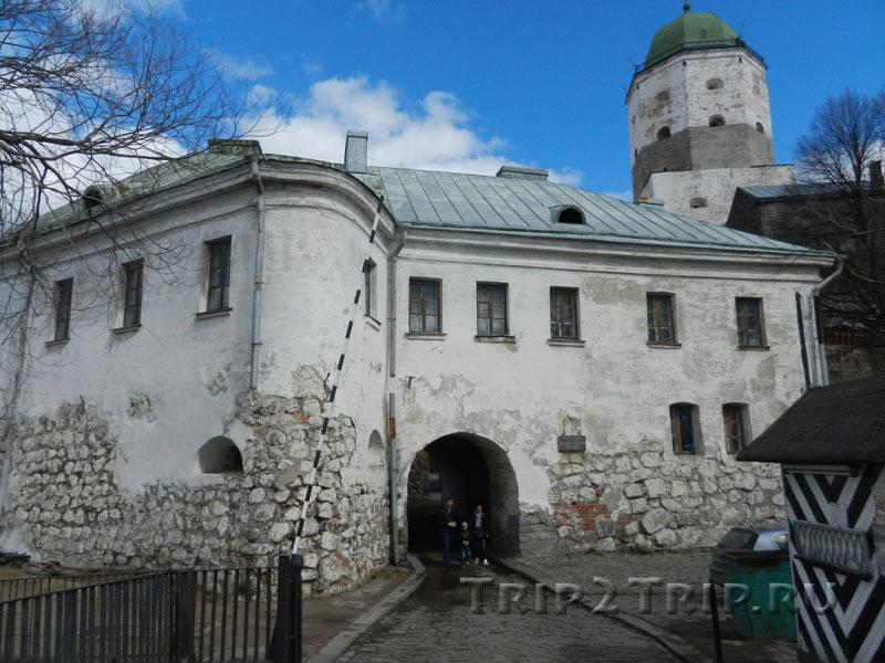 Вход в Выборгский замок