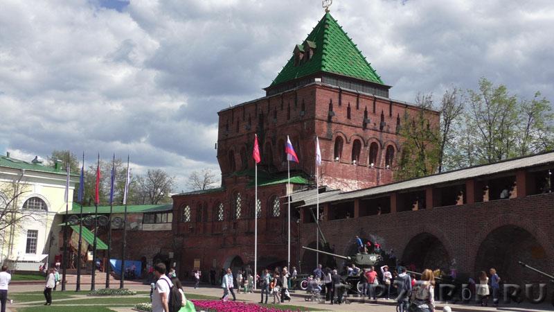 Дмитровская башня кремля в Нижнем Новгороде