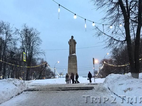 Памятник Ивану Сусанину, Молочная Гора, Кострома