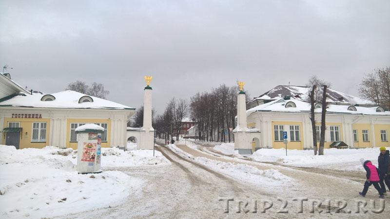Сама Московская застава, отель располагается слева, Кострома
