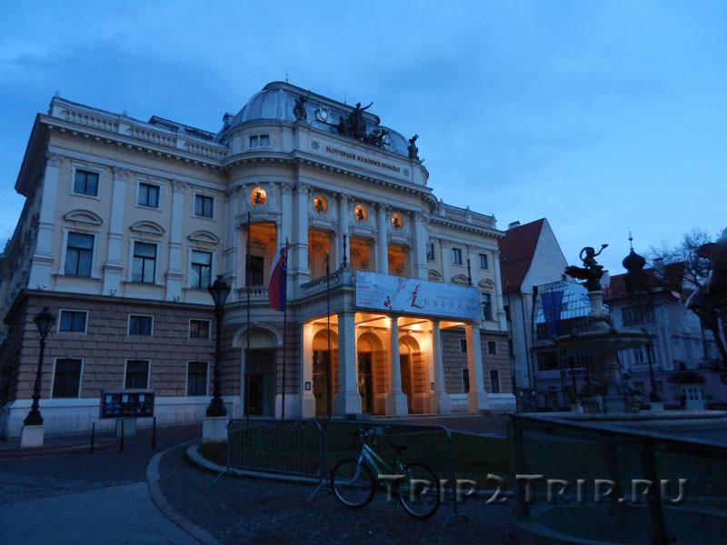 Словацкий национальный театр, площадь Гвездослава, Братислава