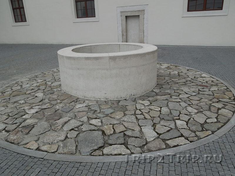 Колодец во внутреннем дворике Града, Братислава
