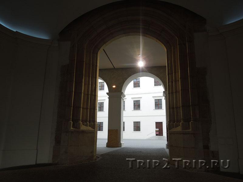 Колоннада во внутреннем дворике Града, Братислава