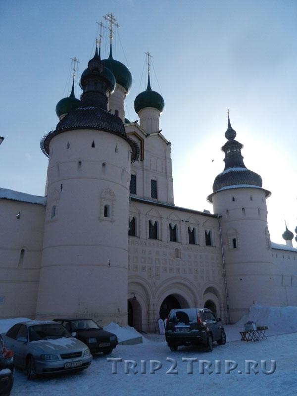 Главные ворота с надвратной церковью Иоанна Богослова, Ростовский кремль