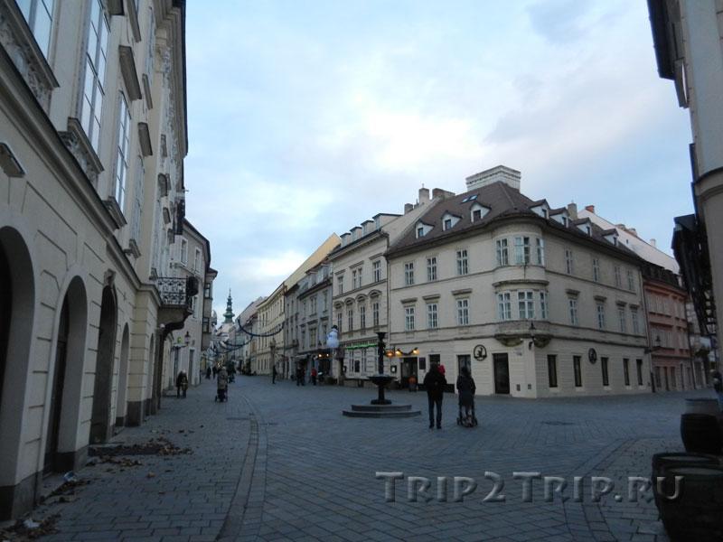 Михальская улица отходит от Панской, Братислава