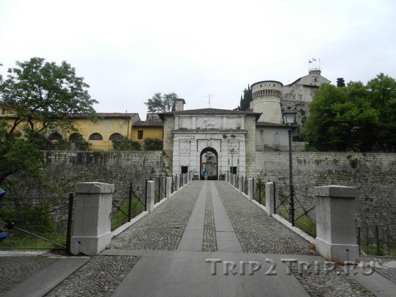 Внешние ворота в замок, Брешиа