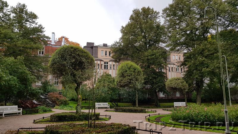 Парк Эйра перед Агрикольской церковью, Хельсинки