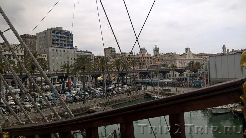 Вид на Strada Aldo Moro с пиратского галеона, Генуя