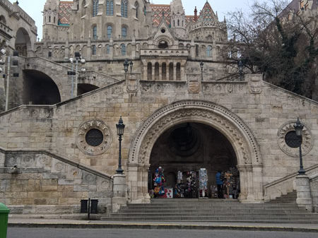 Рыбацкий бастион от подножья холма, Будапешт