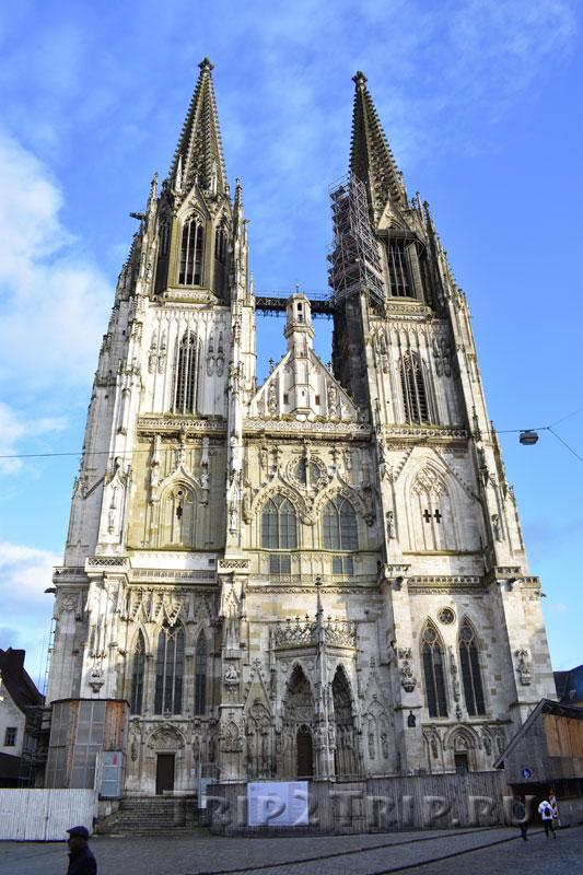 Фасад собора Святого Петра в Регенсбурге