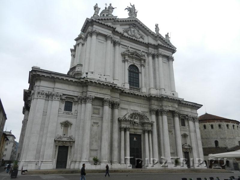 Новый собор, Площадь Павла VI, Брешиа