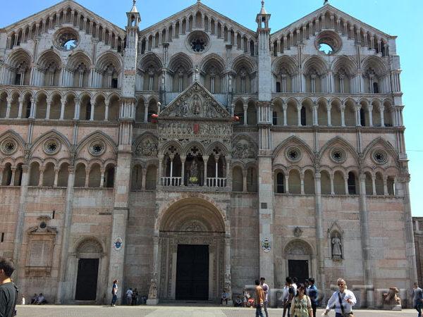 Фасад собора Святого Георгия, Феррара
