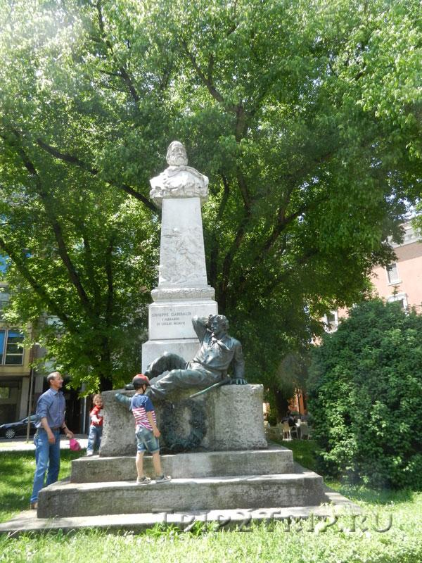 Памятник Гарибальди, Феррара
